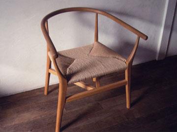 テーブルと椅子の回廊